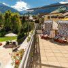 Alpenpanorama-Terrasse mit Strandkoerben